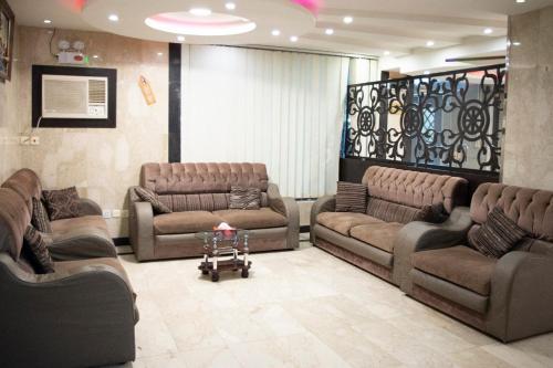 Uma área de estar em Rawasi rand Aparthotel