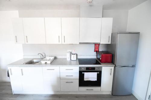 A kitchen or kitchenette at Riverside