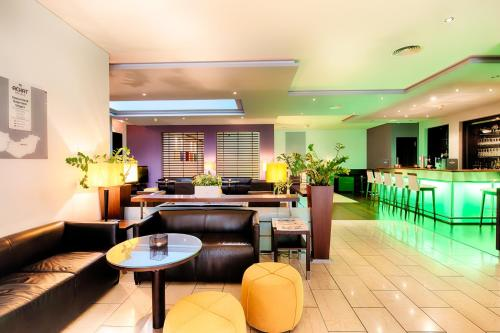 The lounge or bar area at ACHAT Hotel Wiesbaden City