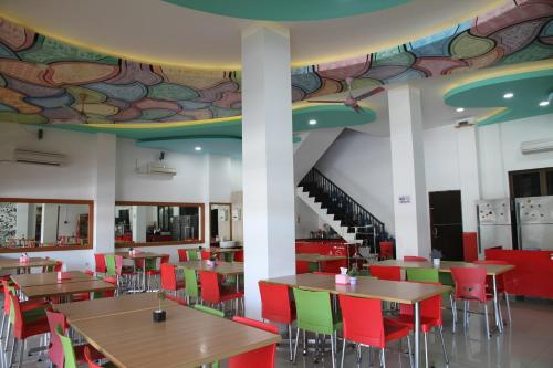 A restaurant or other place to eat at Istanaku Guesthouse