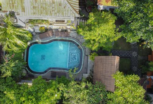 A view of the pool at Sania's House or nearby