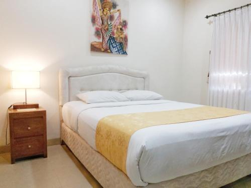 A bed or beds in a room at Bali Paradise Apartments