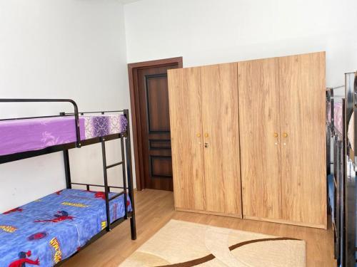 Uma ou mais camas em beliche em um quarto em Room at a Villa