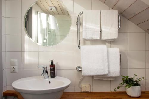 A bathroom at Everts Sjöbods Bed & Breakfast