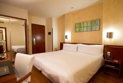 מיטה או מיטות בחדר ב-Dwo Garbi Millenni