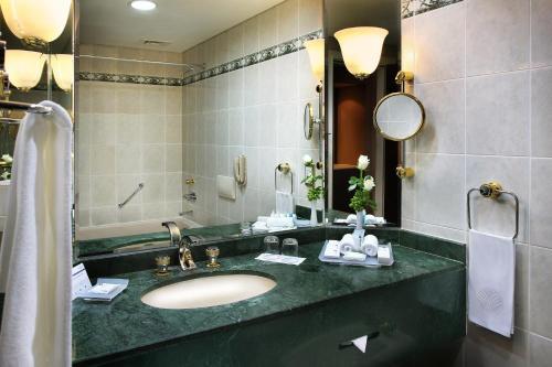 A bathroom at Mövenpick Grand Al Bustan