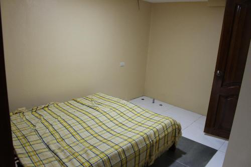 A bed or beds in a room at Hospedaje Déleg
