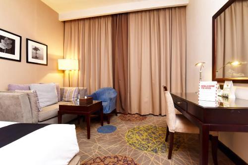 Uma área de estar em Mena Hotel Riyadh