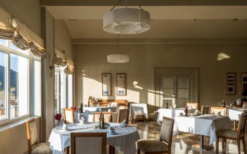 Un restaurante o sitio para comer en Parador de Vic-Sau