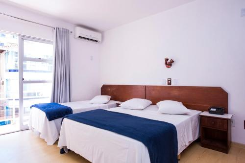 A bed or beds in a room at Hotel Itapema Meia Praia