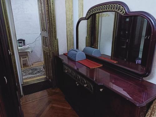 Uma TV ou centro de entretenimento em Friendz Hostel