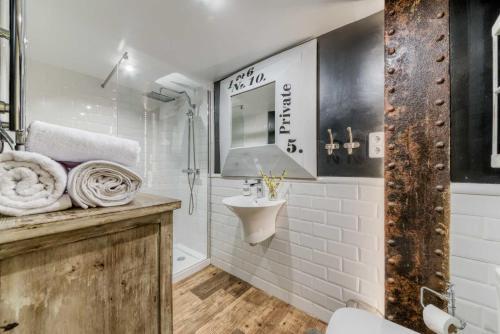 Ett badrum på Holidays2Malaga Port Area