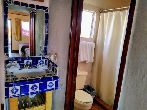 A bathroom at Hotel Las Palmas