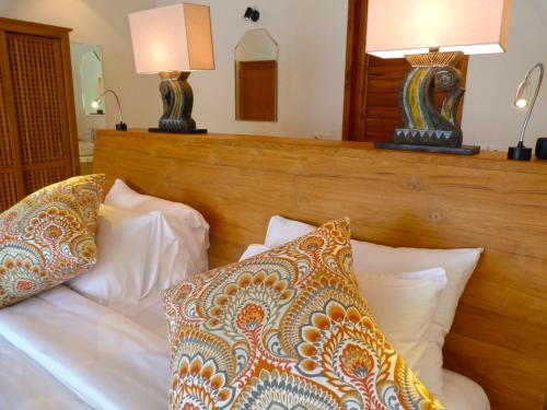 A bed or beds in a room at Kokomo Resort Gili Gede