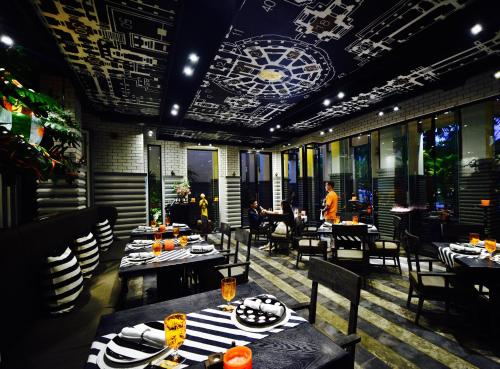 A restaurant or other place to eat at Shinta Mani Angkor