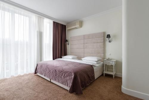 A bed or beds in a room at ЯР Hotel&SPA