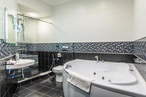 Ванная комната в Kravt Sadovaya Hotel