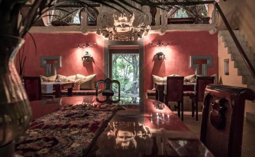 Un restaurante o sitio para comer en Hotel Boutique Quinta Chanabnal