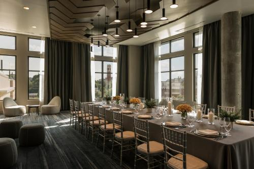 A restaurant or other place to eat at Kimpton Aertson Hotel, an IHG Hotel