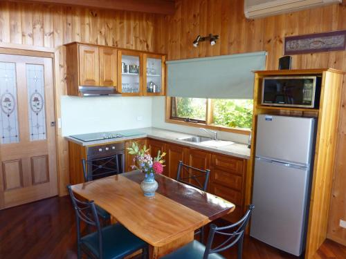 A kitchen or kitchenette at The Boomerangs at Johanna