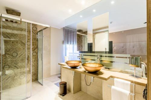 Ett badrum på Lago Garden Apart-Suites & Spa Hotel