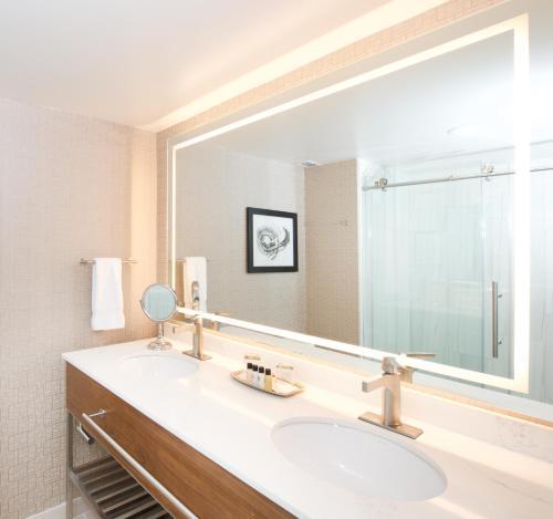 A bathroom at Horseshoe Bay Resort