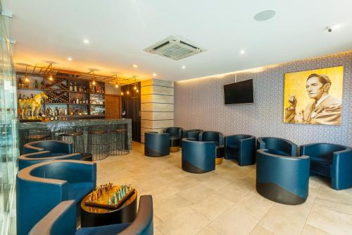 The lounge or bar area at Hotel Real Maestranza