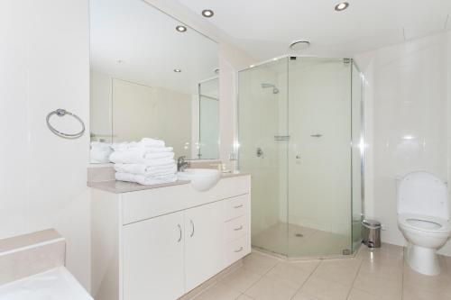 A bathroom at Brighton Shores