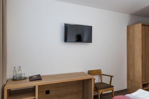 Televízia a/alebo spoločenská miestnosť v ubytovaní Hotel Jasná