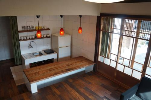 A kitchen or kitchenette at Moon's Cafe