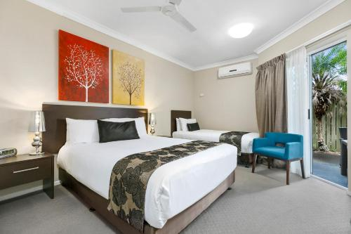 A bed or beds in a room at Best Western Kimba Lodge