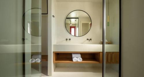 Salle de bains dans l'établissement Potnia Theron Suites