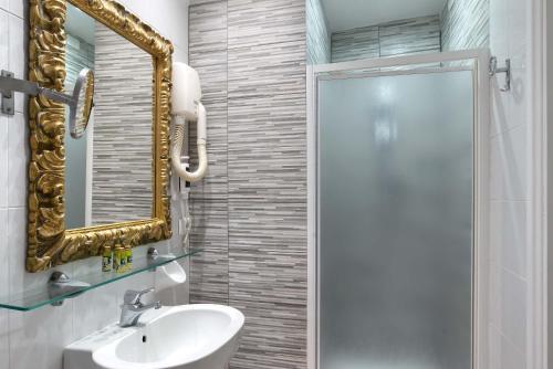 A bathroom at Hotel Machiavelli Palace