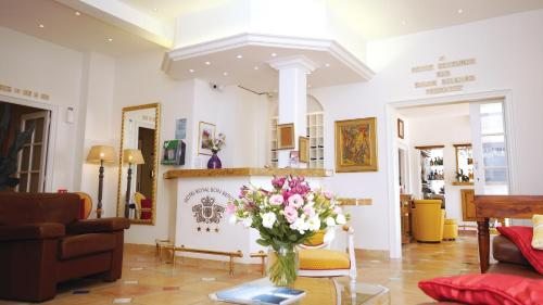 The lobby or reception area at Hotel Royal Bon Repos
