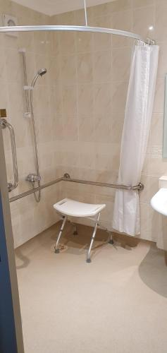 A bathroom at Best Western Grimsby Oaklands Hall Hotel