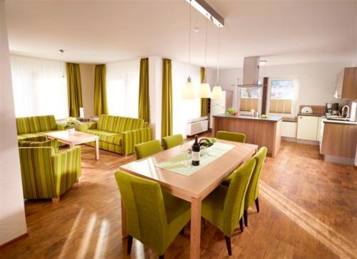 Ein Restaurant oder anderes Speiselokal in der Unterkunft Luxus Ferienwohnung Mein kleines Edelweiss