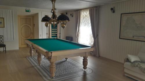 A pool table at Kempings Sīļi