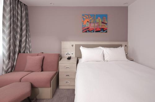 A bed or beds in a room at Hampton By Hilton Leeds City Centre