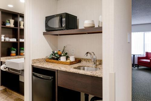 A kitchen or kitchenette at Chateau Jasper
