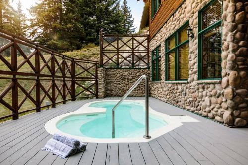 The swimming pool at or near Pyramid Lake Resort