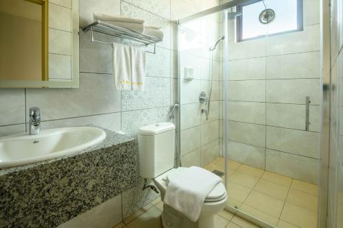 A bathroom at Al Afiah Hotel