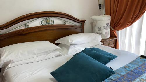 A bed or beds in a room at Euro House Inn Airport