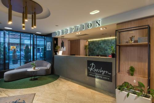 The lobby or reception area at Rosslyn Thracia Hotel Sofia