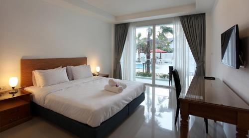 A bed or beds in a room at Clear House Resort - SHA Plus