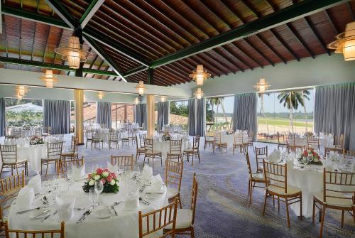 Een restaurant of ander eetgelegenheid bij Avani Kalutara Resort