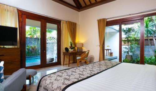 A bed or beds in a room at Merusaka Nusa Dua