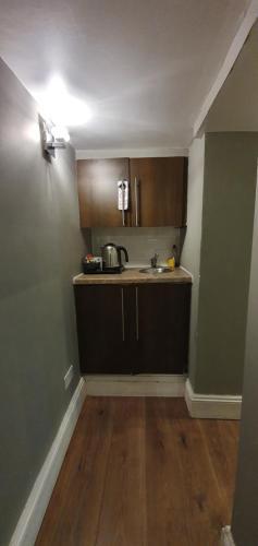 A cozinha ou cozinha compacta de Belgravia Rooms Hotel