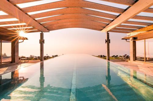 Der Swimmingpool an oder in der Nähe von Mountain Resort Feuerberg