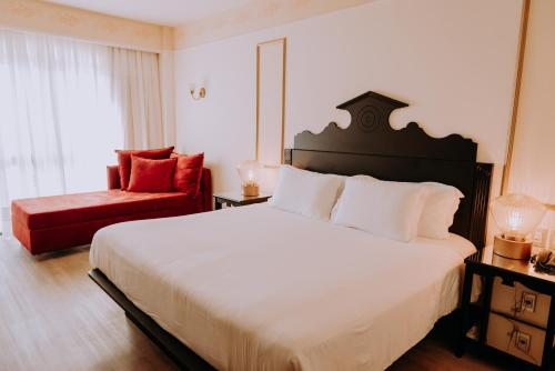 A bed or beds in a room at Hotel & Spa do Vinho, Autograph Collection