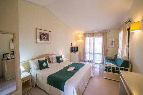 A bed or beds in a room at Albaruja Hotel
